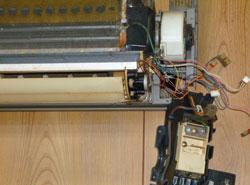 エアコンクリーニング手順02 電装部を取り外し...
